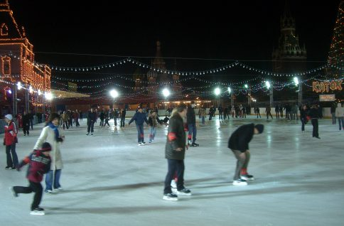 Eislaufen am Roten Platz in Moskau